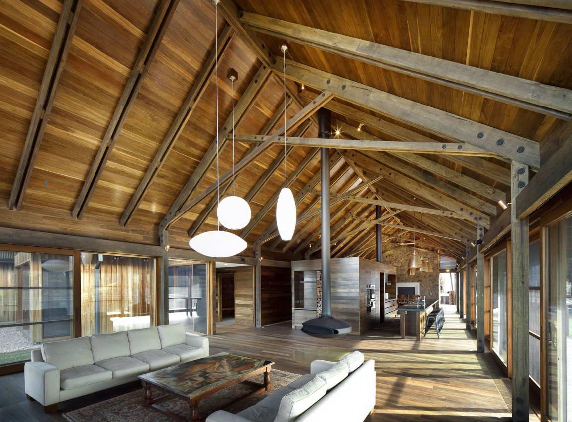 Дизайн крыши в деревянном доме фото