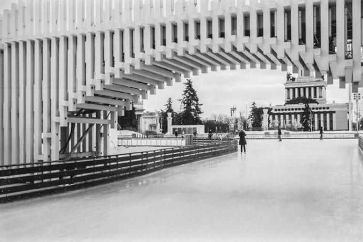 Пешеходный мост на ВДНХ  АИ-студия, Василий Сошников, Иван Колманок, Алёна Бусыгина, Александр Соловцов