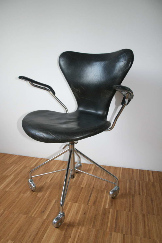 Jacobsens series 7 chair 14