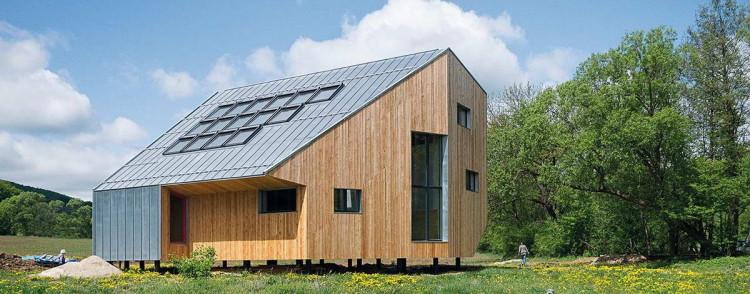 Деревянный дом в Словакии, созданный с применением технологий от компаний RHEINZINK и VELUX © Pavel Melu?, Oximoron