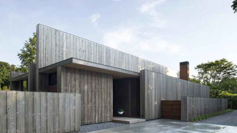 Модернистский загородный дом из дерева