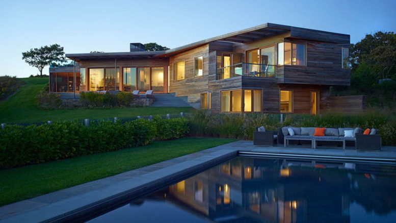 Три современных загородных дома из дерева.