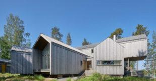 Лесной дом у озера в Швеции